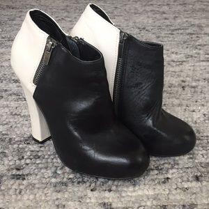 Shoemint Nancy leather heel booties